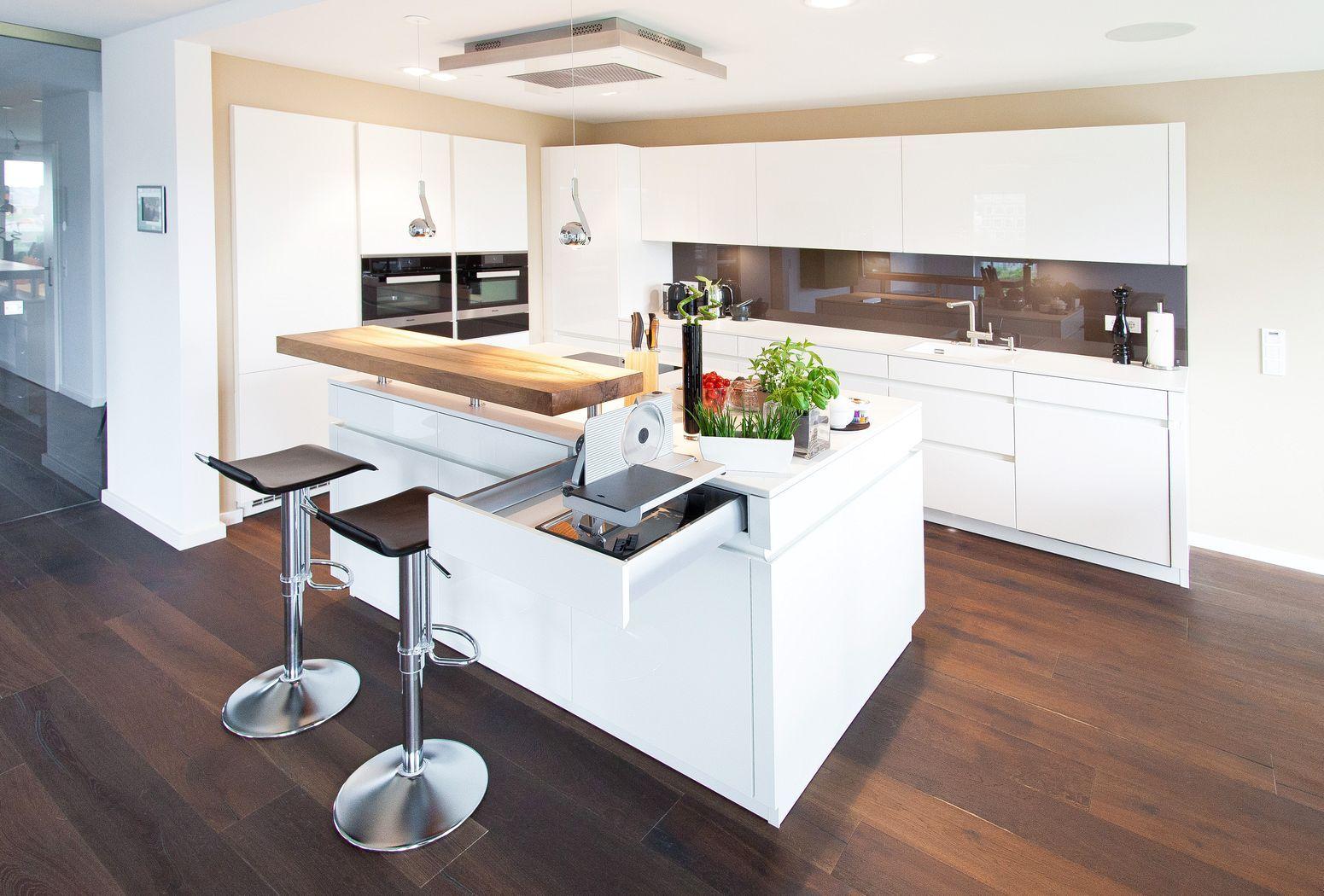 Kochinsel Weiss Hochglanz Kueche Design Grifflos 12 Jpg 1 551 1 050 Pixel Kuche Hochglanz Moderne Kuche Kuchen Design
