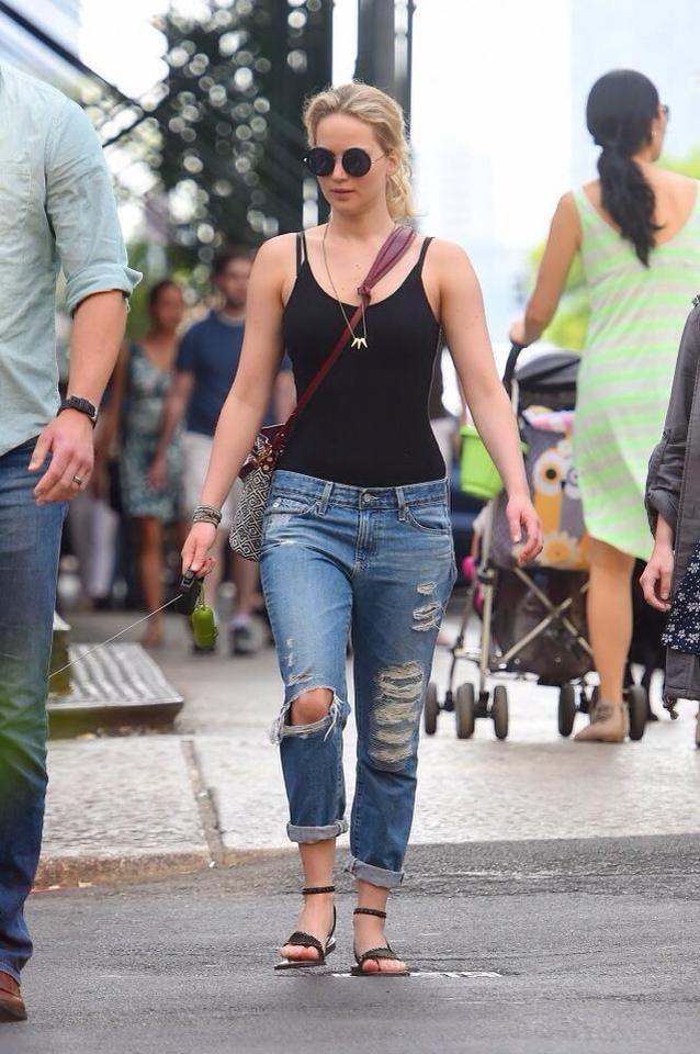 Jennifer Lawrence seen leaving Taylor Swift's apartment ...