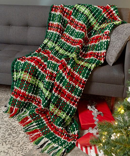 Free Crochet Pattern: Plaid Christmas Blanket @kimguzman @crochetkim ...