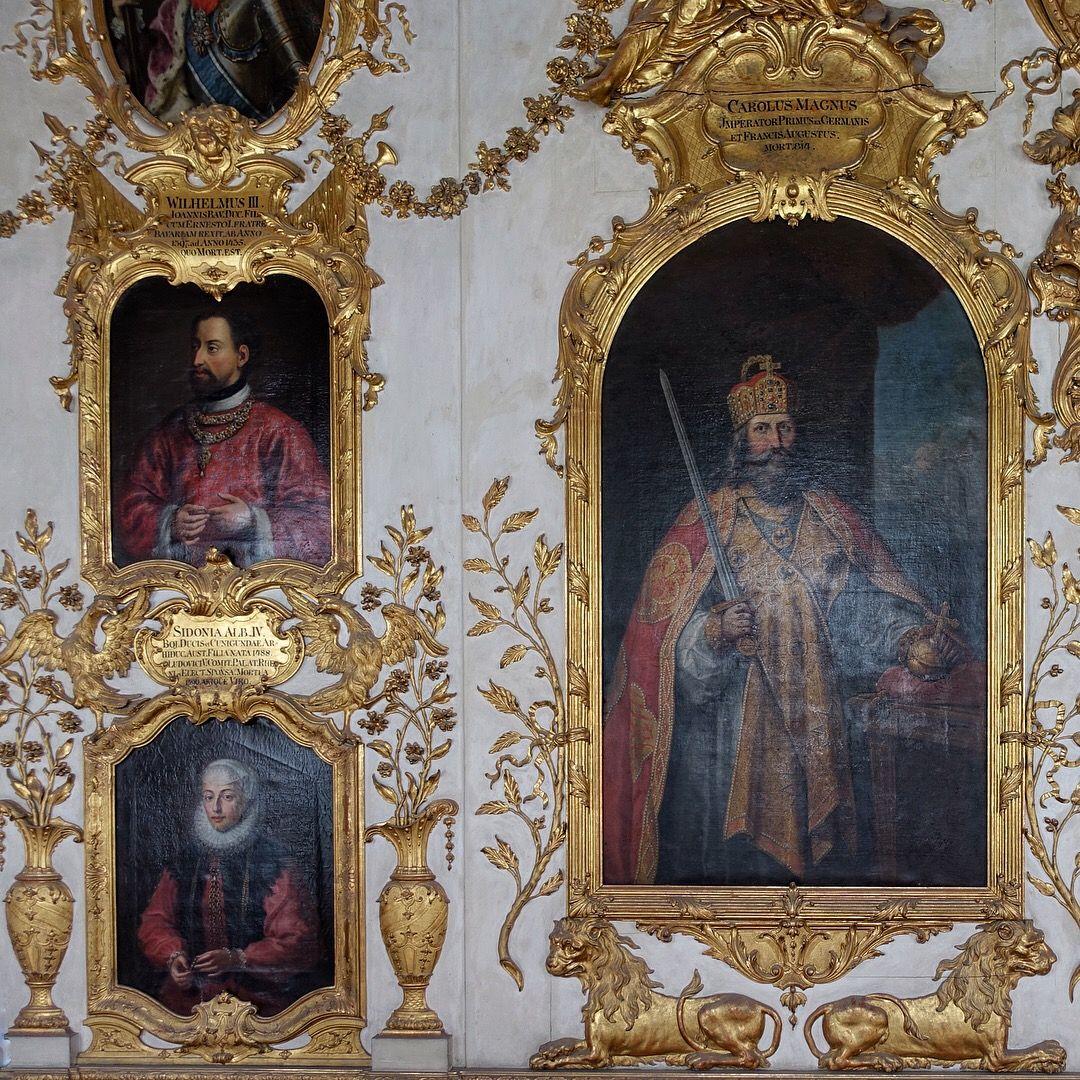 Munich Germany Munchen Deutschland Ahnengalerie In Der Munchner Residenz Munchen Deutschland Schloss Munchen Munchen