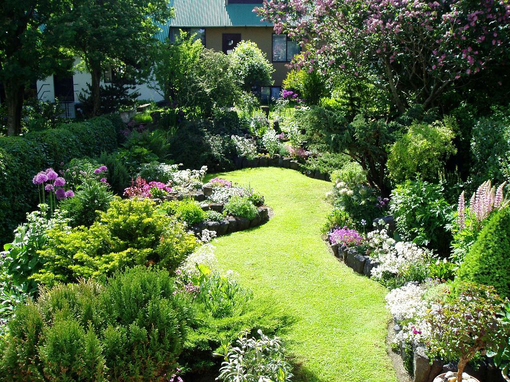 Small Rectangular Garden Design Pictures Amazing Small ... on Small Rectangular Backyard Ideas id=72790