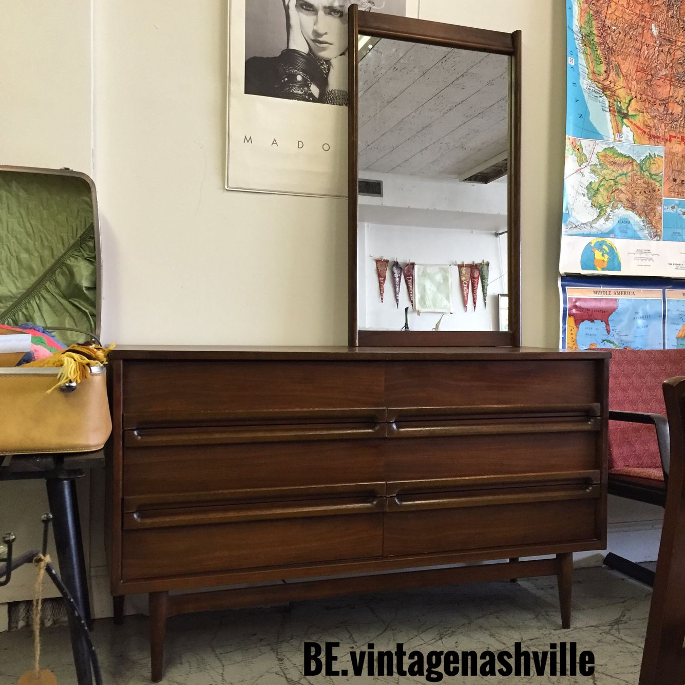 Best Mid Century Bassett Dresser And Mirror With Images 400 x 300