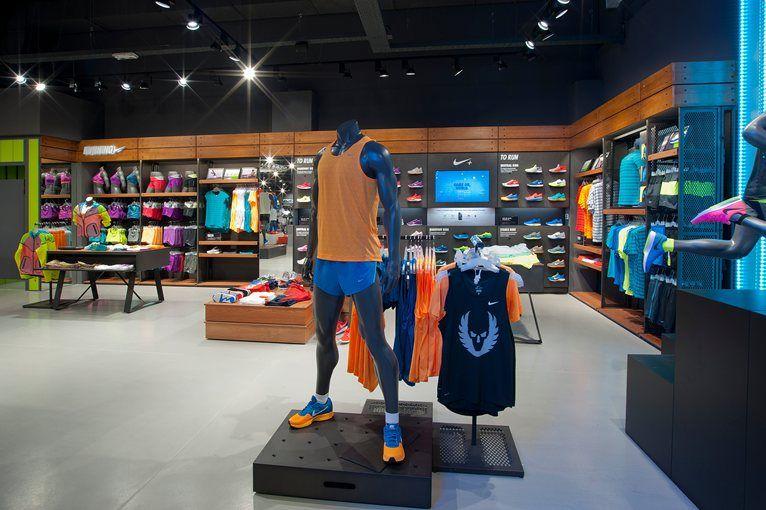 efecto aspecto deficiencia  Nike running corner, Busnago, 2014 - valentina elmiger | Retail store  design, Shop interior design, Retail design