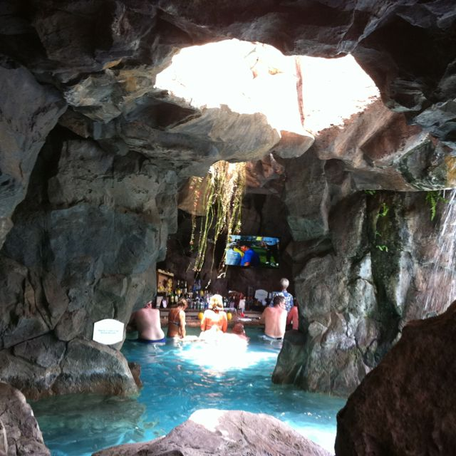 Swim-up Bar @ Grand Wailea Resort, Maui #Nopassport