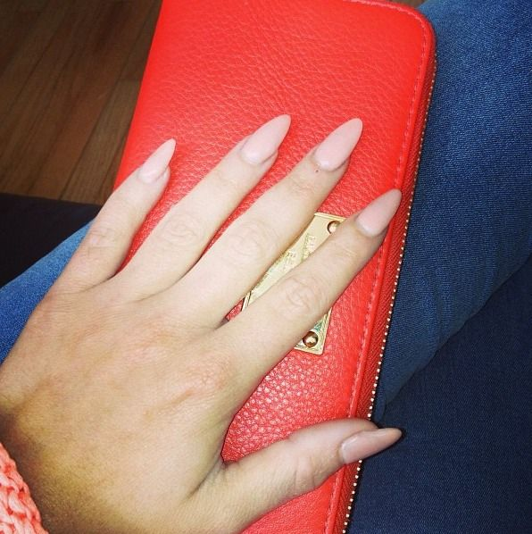 Love my stiletto nails::Her shape is perfect. Slim. Not too round ...