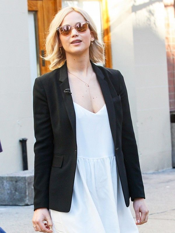 4efddd0cbb3 Jennifer Lawrence s Versatile Flats Are Perfect for Work (WhoWhatWear.com)