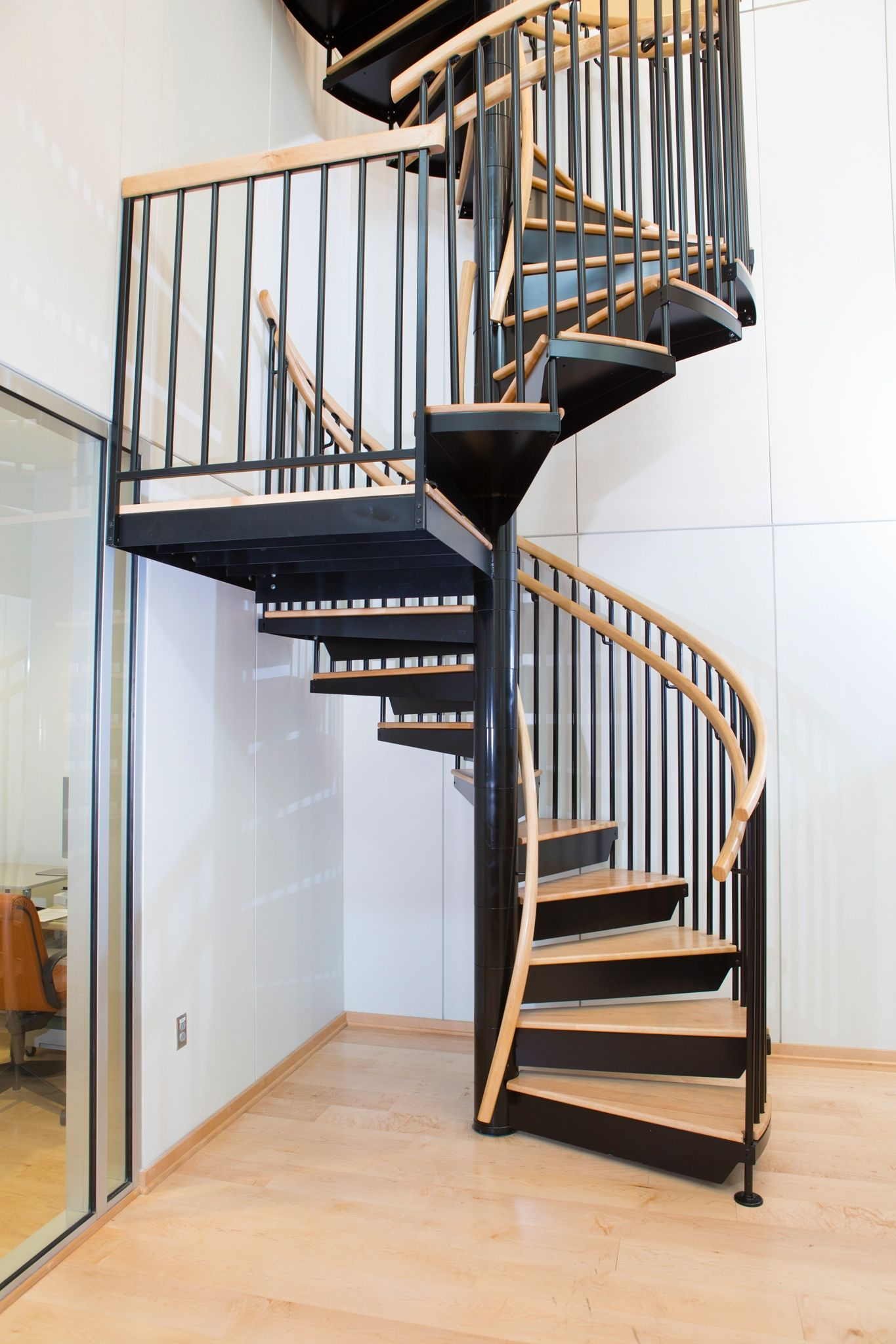 Best The Nfl Hall Of Stair Is A Classic Steel Spiral Stair With 640 x 480