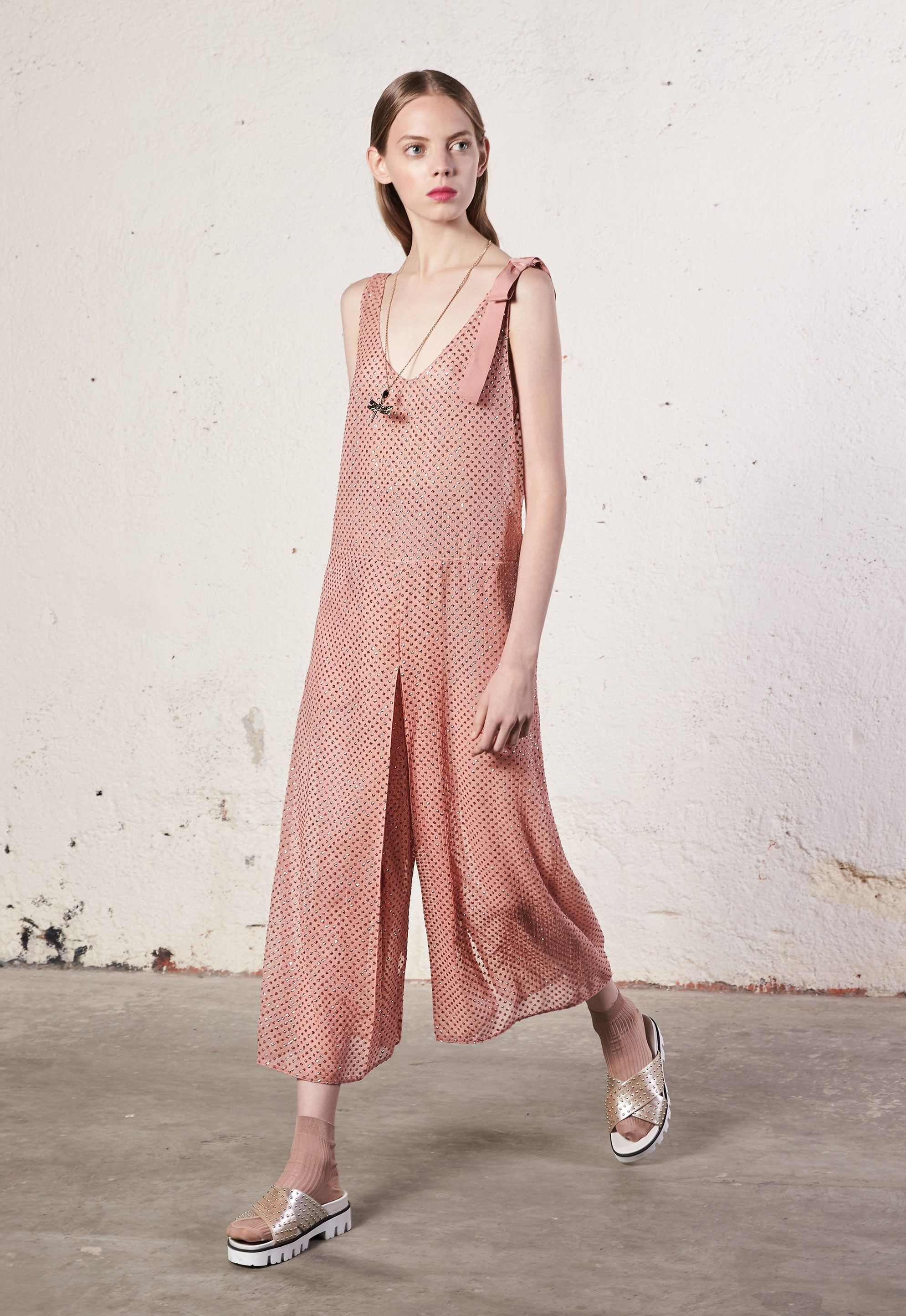 Red Valentino Resort 2018 Collection Photos - Vogue