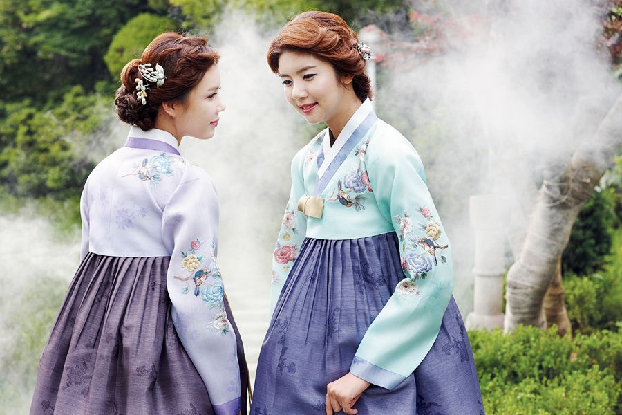 한복 Hanbok / Traditional Korean dress / Design by Kim Me Hee
