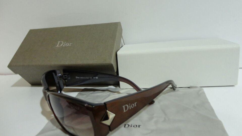 ديور نظارات شمسية بكامل ملحقاتها السعر 80 ريال جودة ممتااازة Sunglasses Case Sunglasses Dior