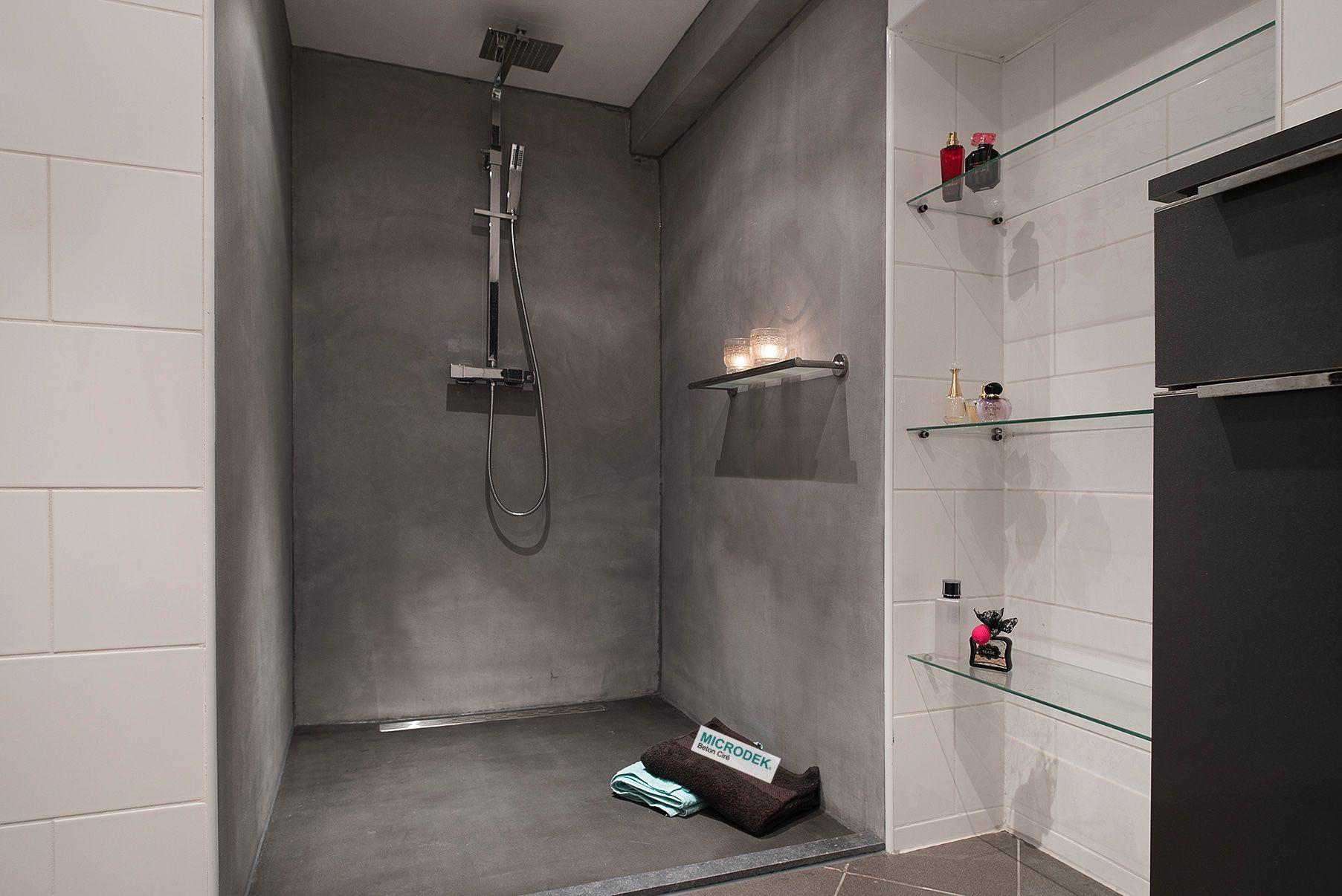Beton ciré microdek in douche sfeervolle douche met tegels in