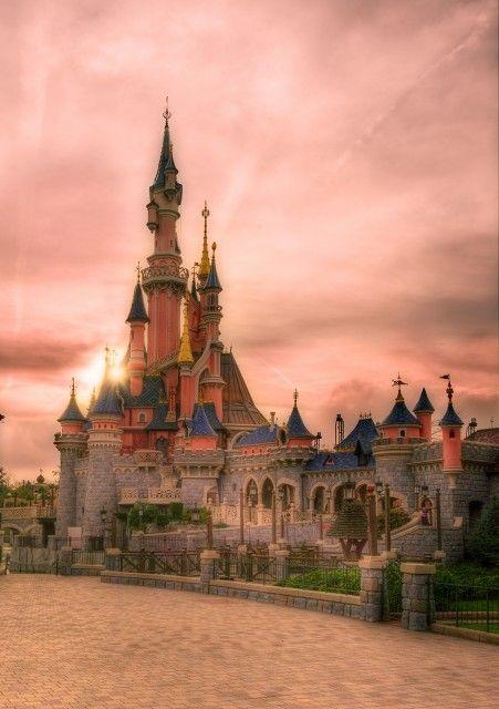 A dreamlike sunset at Disneyland Paris. One of MANY beautiful photos in this Disneyland Paris trip report!