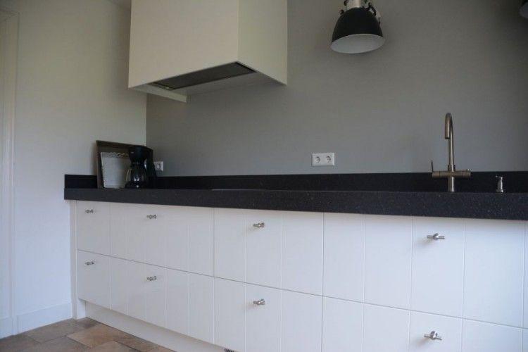 Keuken wit met v groef elst vri interieur keukens pinterest elk and met - Model keuken wit gelakt ...