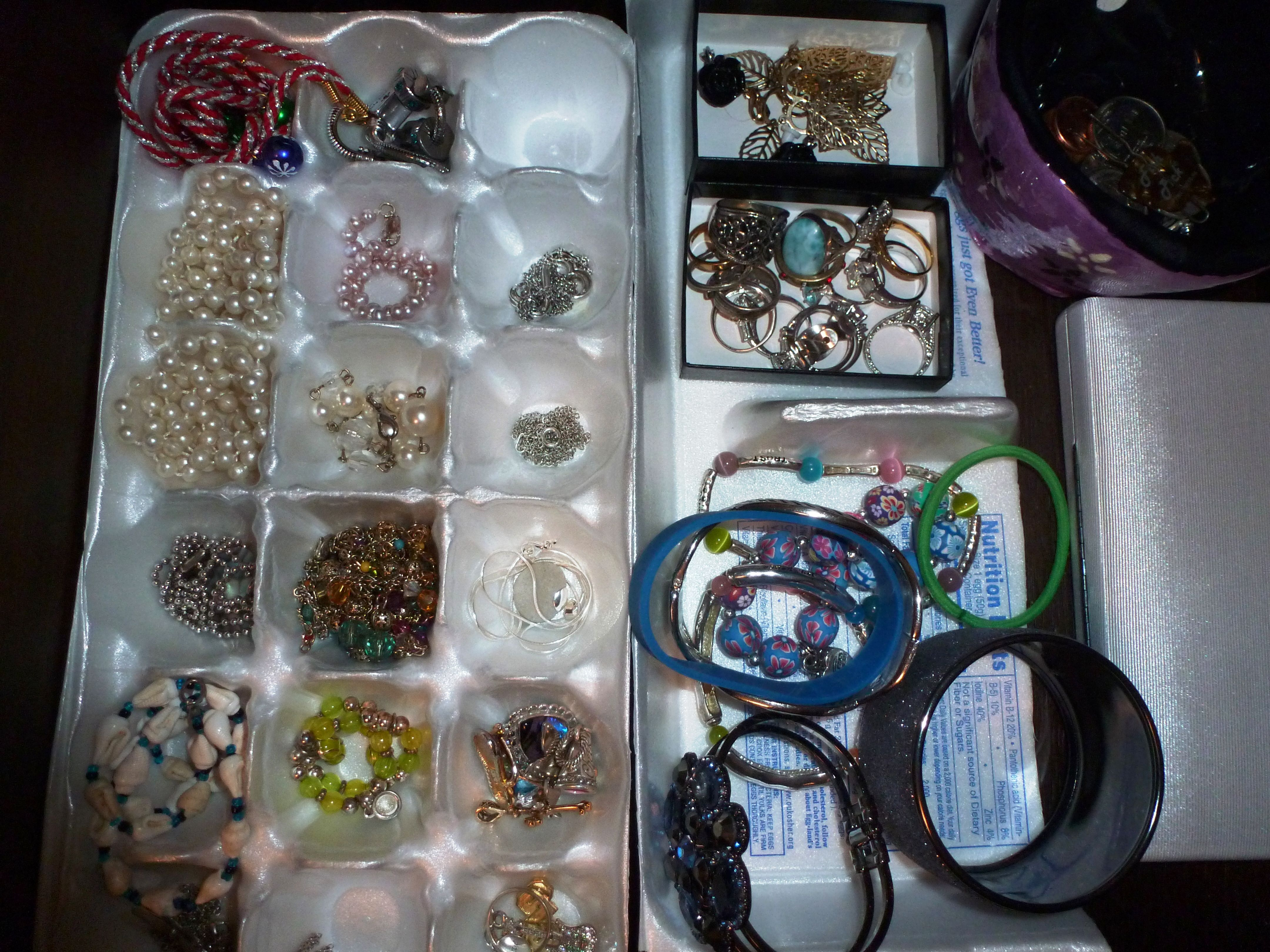 reuse egg carton to sort jewelry in drawer repurpose recycle - Reuse Repurpose