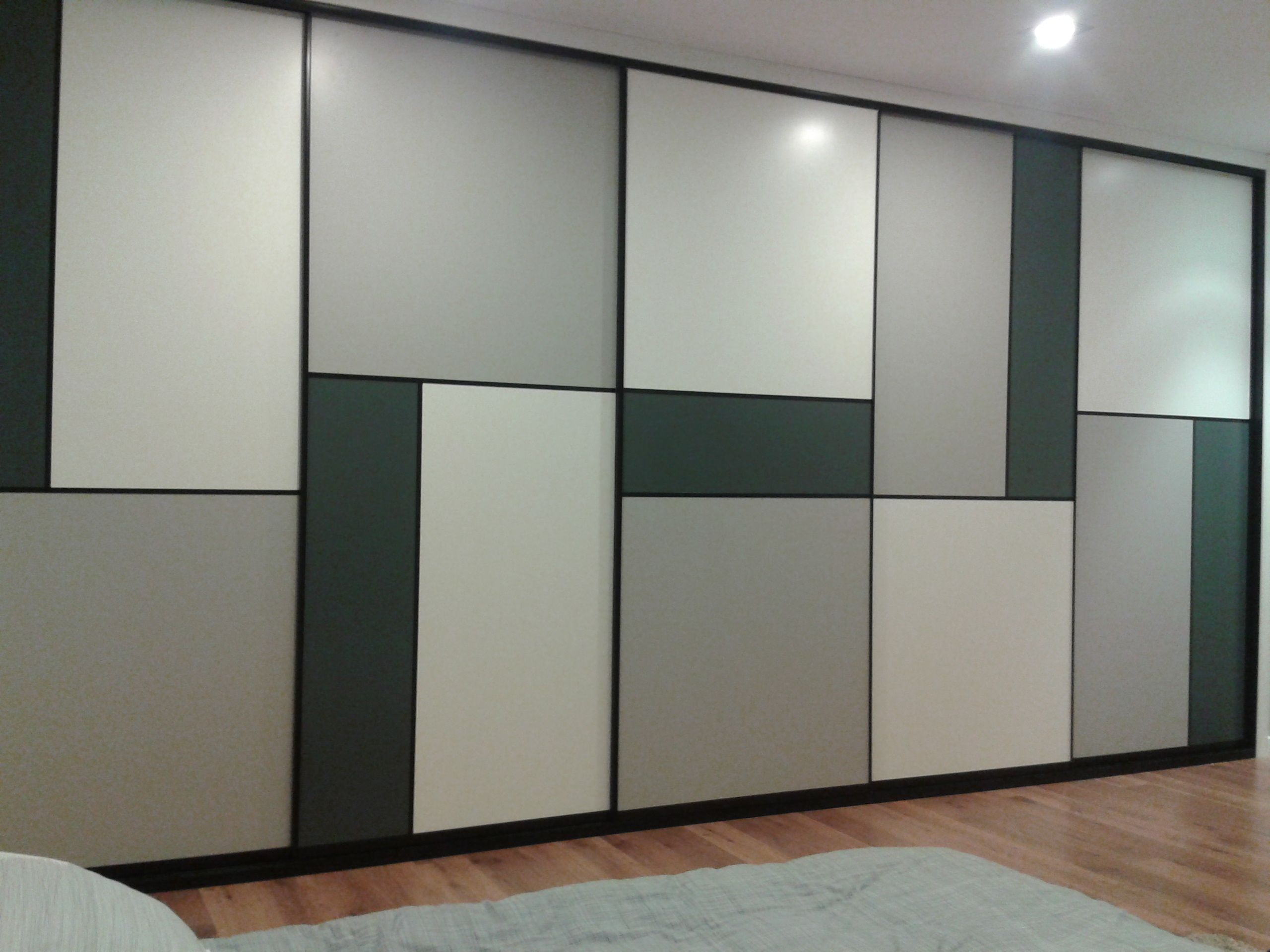 Frente Corredera Lacado En Tonos Grises Wardrobe Door Designs Wardrobe Doors Sliding Wardrobe Designs
