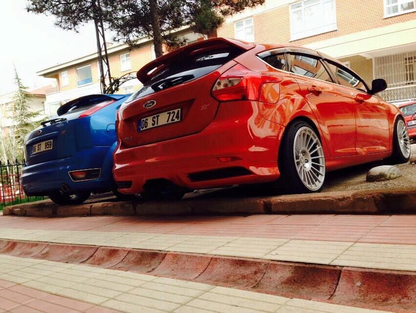 Low 2 Fords Focus St Mk2 And Mk3 Blue Red Focusst