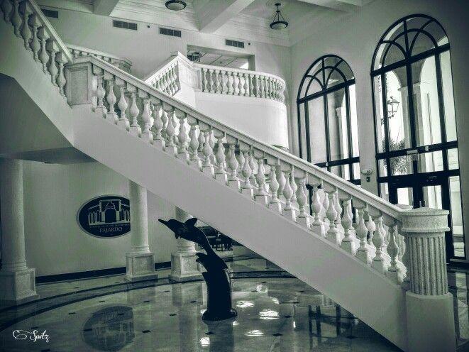 Vista de las escaleras principales interior de las nuevas facilidades de la alcaldia nueva de fajardo. Fajardo,Puerto Rico.☆