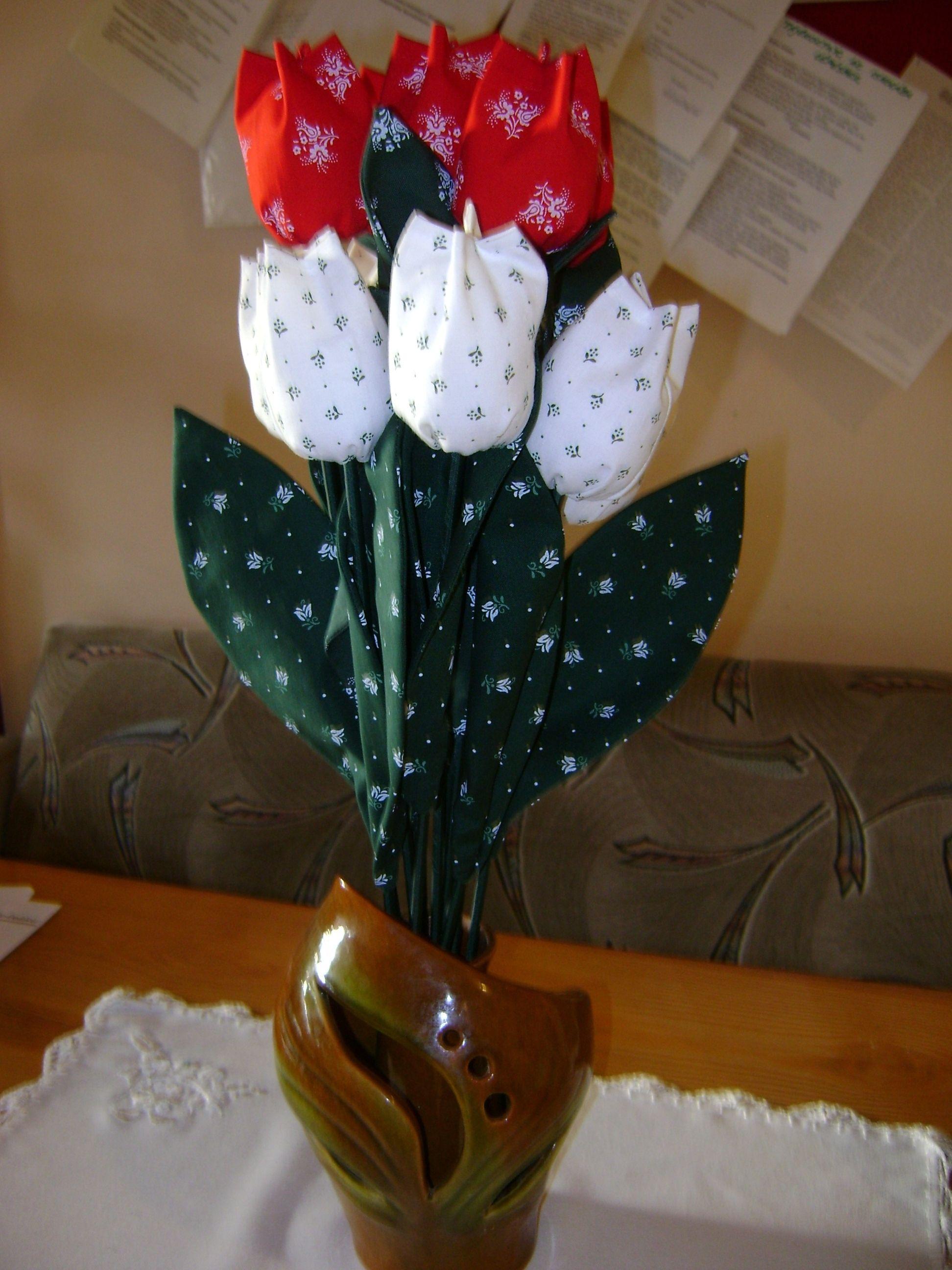 Tulipáncsokor március 15-ére