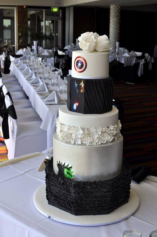 Matrimonio Tema Marvel : Back of superhero avengers wedding cake i would love him
