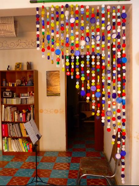 Adorno con tapas de botella diy pinterest tapas for Ideas para jardin reciclado