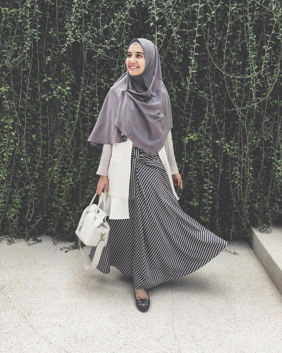 Gaya Hijab Zaskia Sungkar 11  Casual hijab outfit, Model