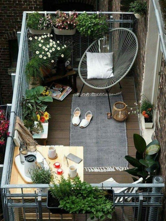 Balkon Gestalten Balkonmöbel Korbstuhl Klapptisch Balkonpflanzen ... Balkon Gestalten Balkonmobel Balkonpflanzen