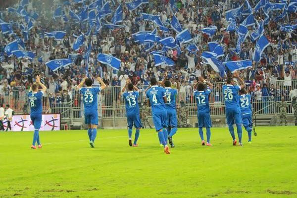 الهلال يواجه الخويا بمدرجات خالية والجمهور يطالب بفوزه شبكة سما الزلفي Soccer Field Soccer Sports