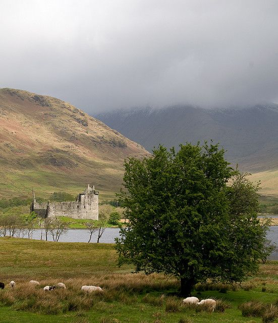 The real Kilchurn Castle on the banks of Loch Awe, #Scotland
