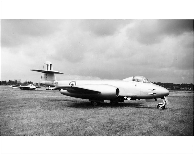 Photograph-Gloster Meteor F8 WA823-10