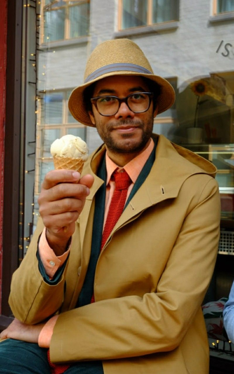 Richard Ayoade In Travel Man Bergen With The Hat With The Blue Band 2019 Richard Ayoade Richard Ayoade Travel Man Gents Fashion [ 1280 x 800 Pixel ]