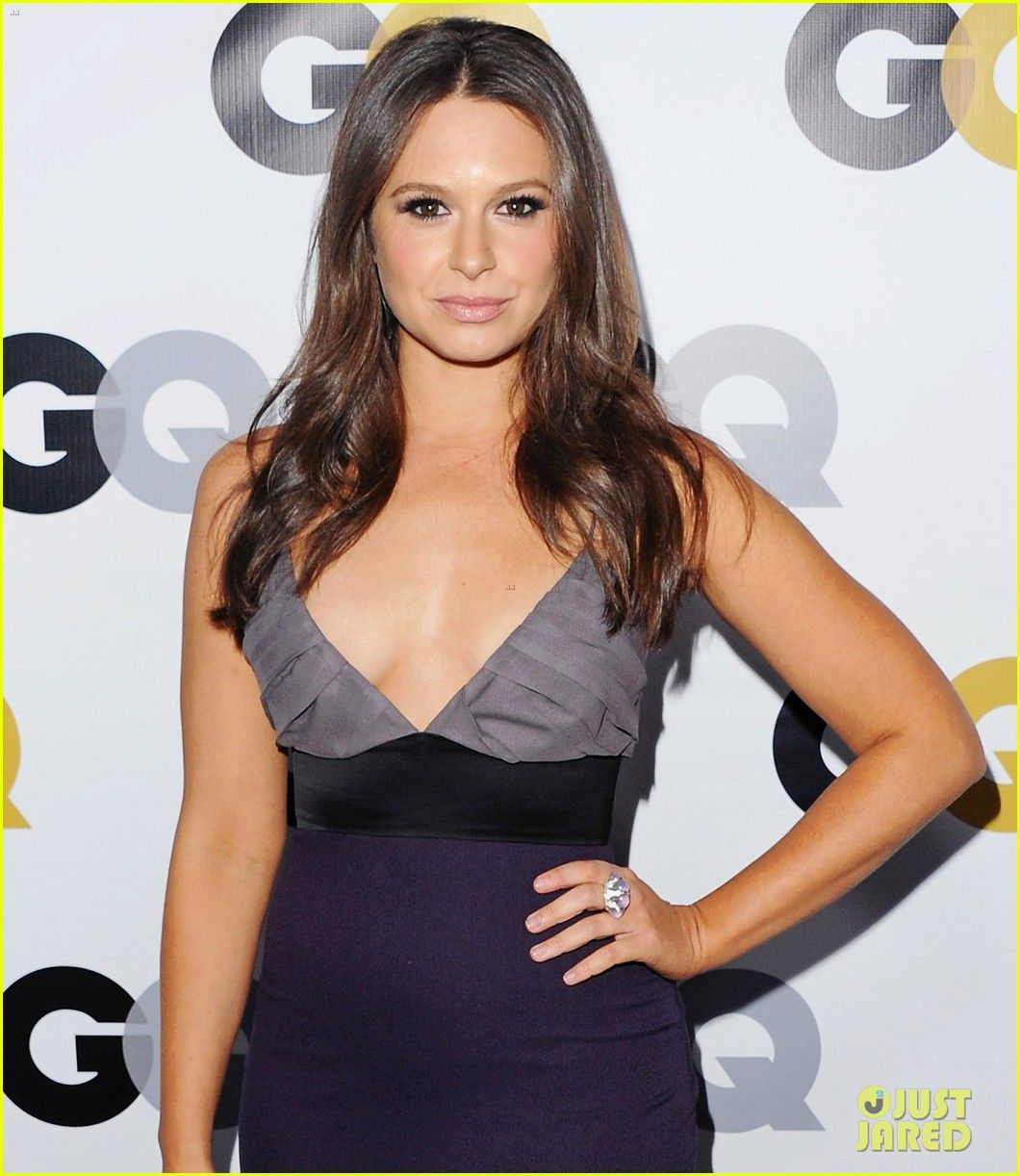 Katie lowes long wavy casual hairstyle thehairstyler com - Katie Lowes Darby Stanchfield Gq Men Of The