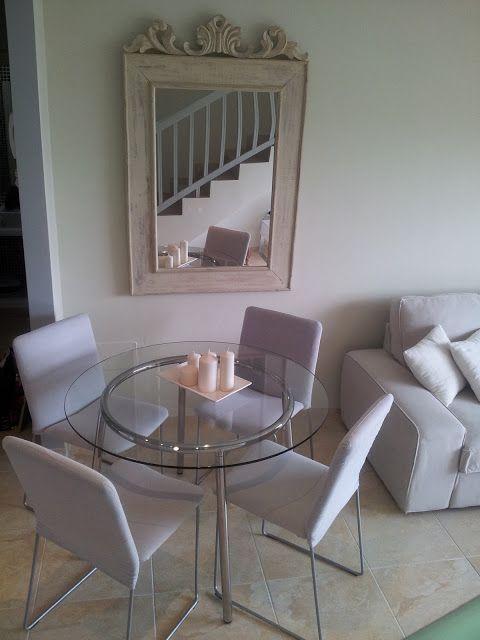 Para espacios reducidos transparencias neutros mesa for Muebles comedores pequenos