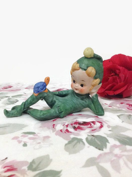 This little leprechaun is lounging on his back, deep in conversation ...