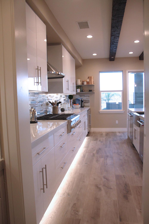 Cool Contemporary Modern Kitchen With Toe Kick Lighting Kitchentoekicklighting Overhead Kitchen Lighting Light Kitchen Cabinets Modern Kitchen Design