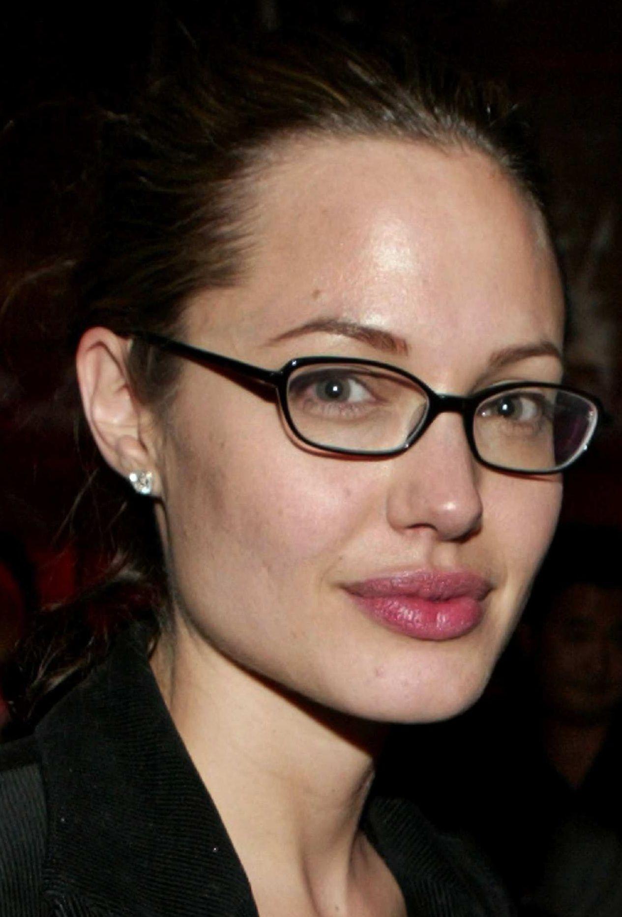 bbf333850a Angelina Jolie with glasses ❤