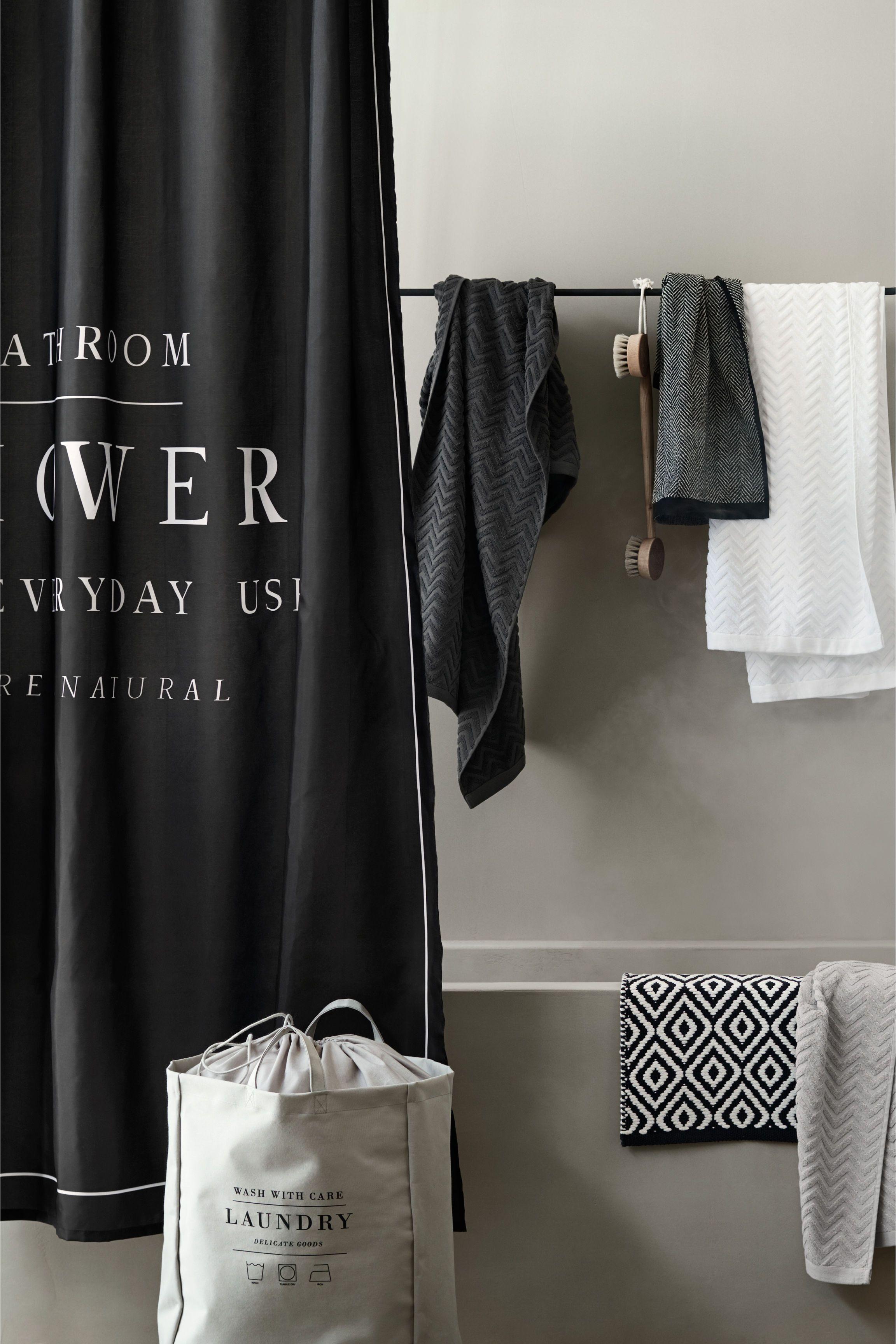 rideau de douche avec texte noir