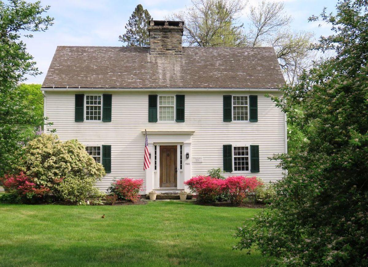 15 Saltbox Houses Worth Their Salt Colonial House Exteriors Colonial Exterior Saltbox Houses