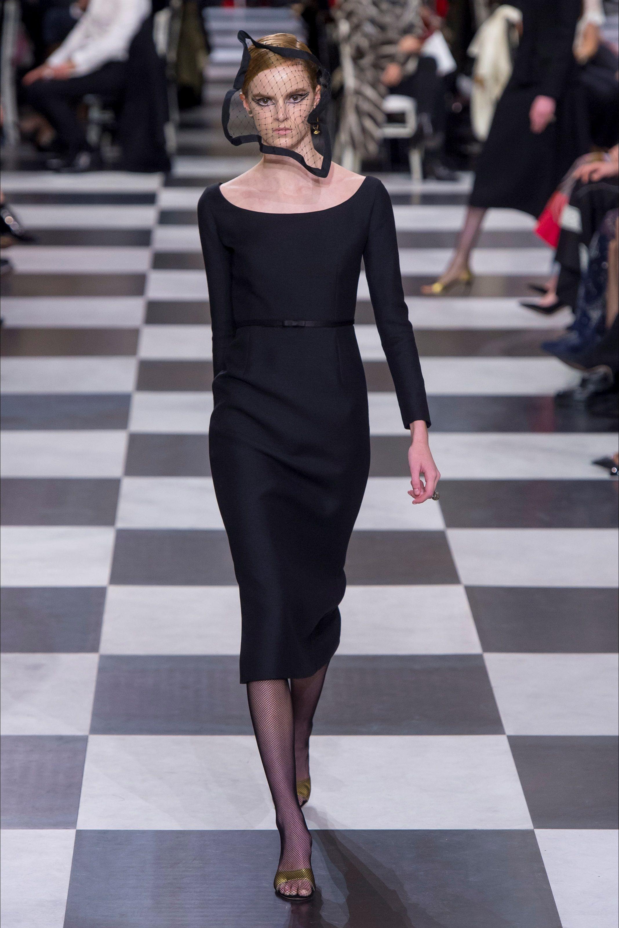 ec1c8b41f5 Guarda la sfilata di moda Christian Dior a Parigi e scopri la ...