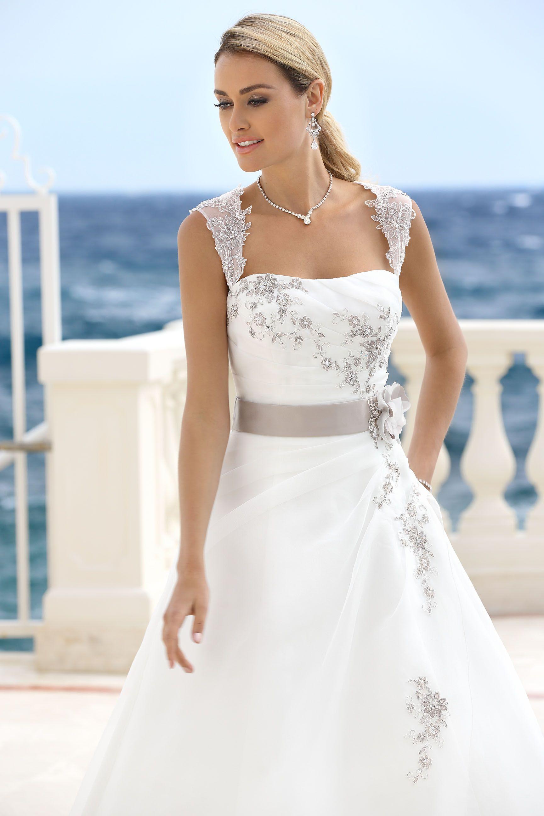 Trouwjurk Taupe Kleur.Ladybird Wedding Dress 316016 Bruidsjurk Vestido De Noiva