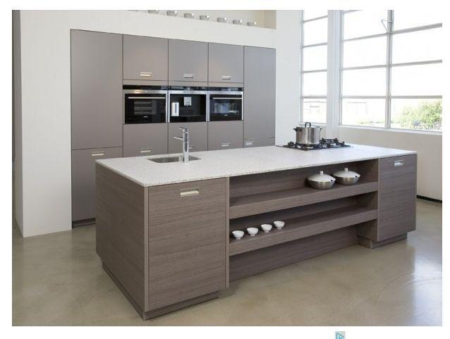 Dik wit frame bij keukenwand spiegelt mooi met balk boven haard