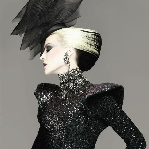 Daphne Guinness, here in edwardian inspired couture. What a fantastic look! Love the earrings.