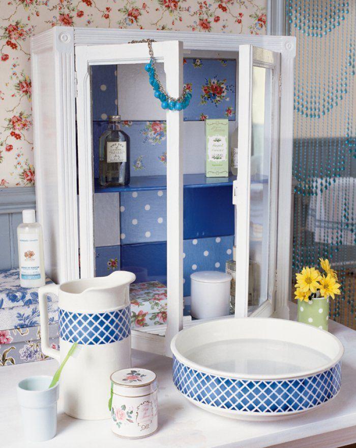 Un meuble de salle de bains décoré de toile cirée Diy design - customiser un meuble de salle de bain