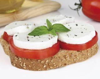 Koolhydraatarme tosti met Mozzarella & Tomaat | Atkins Low Carb Expert