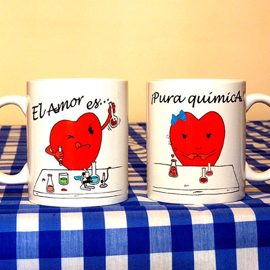 """Pack de dos tazas """"El amor es... ¡Pura Química!"""". Un regalo ideal para tu pareja, garantizadas sonrisas matutinas :) Las puedes encontrar en http://www.artaliquam.com/home/25-el-amor-es-pura-quimica.html #tazas #mugs"""