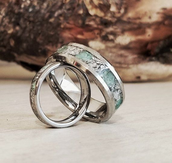 Couple S Settungsten Emerald And Meteorite Wedding Etsy Mens Wedding Rings Engagement Ring White Gold Wedding Rings