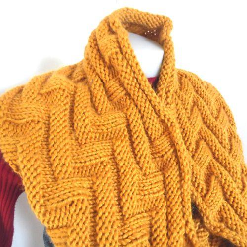 Snood jaune or tricoté à la main en alpaga et laine   TRICOT MANIA ... 09372d21199