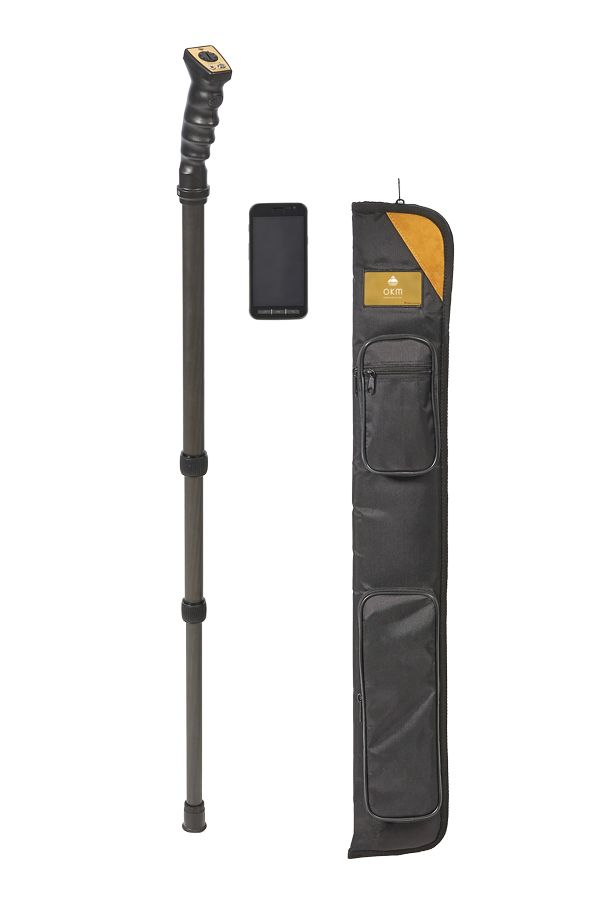 Compact gold and metal detector with smartphone and