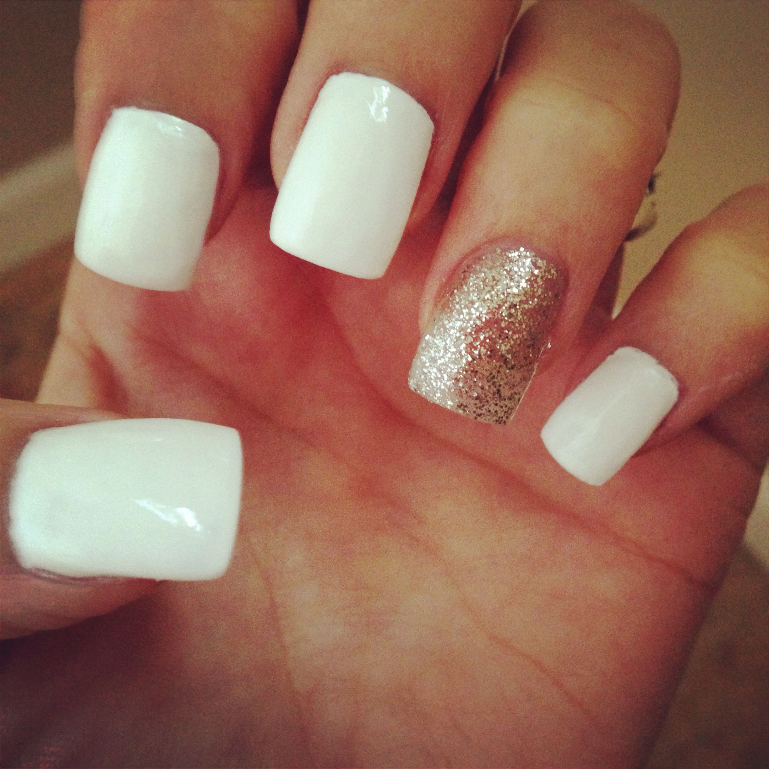 White nails with accent nail | HAiR & NAiLZ | Pinterest | Accent ...