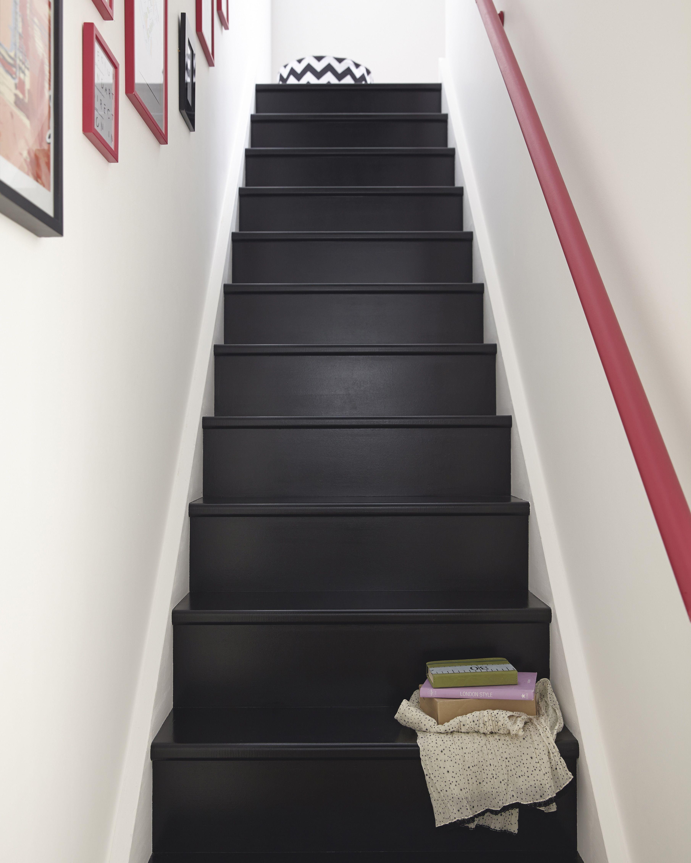 Escalier Elance Escalier Escalierrelooke Escaliers Peints En Noir Maison Idee Deco Escalier