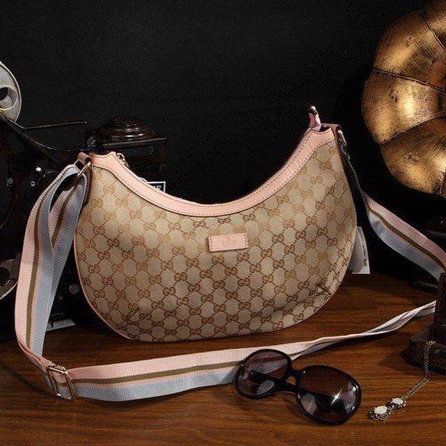 THE BLEND SHOP BRECHÓ!!! Bolsa Carteiro Gucci ❤️ De R$ 1.700,00 por R$ 699,00 ❤️ Tem todas as fotos dela lá no site!! Vai lá! http://www.theblendshop.com.br/the-blend-brecho/calcados